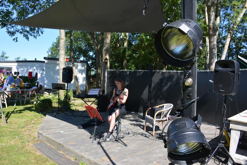 Diana Roos speelt op het festival van De 4 Elementen