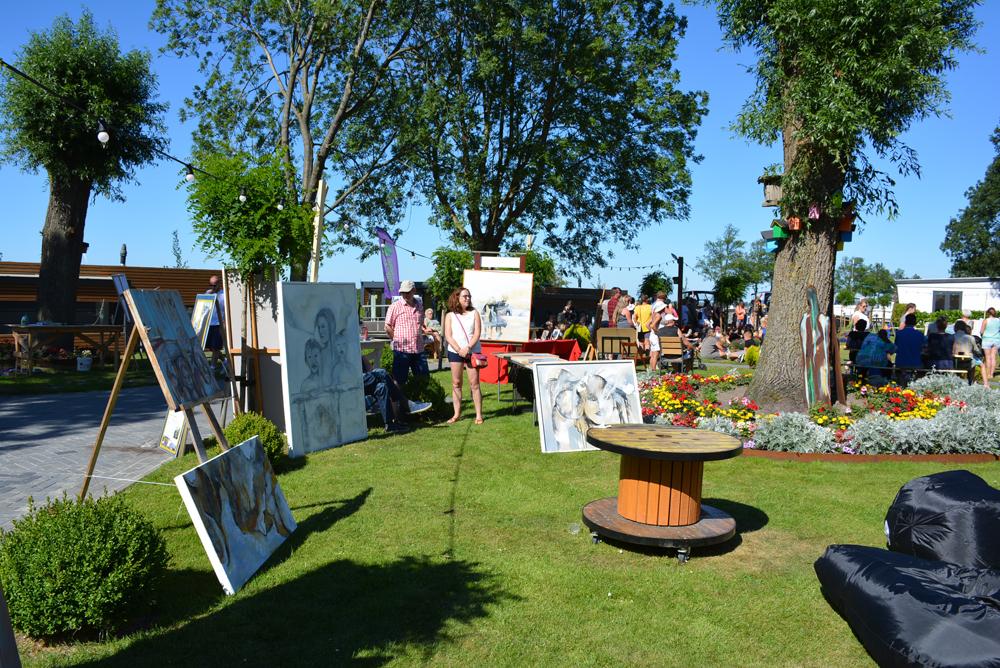 Annet pool exposeert op het festival van De 4 Elementen