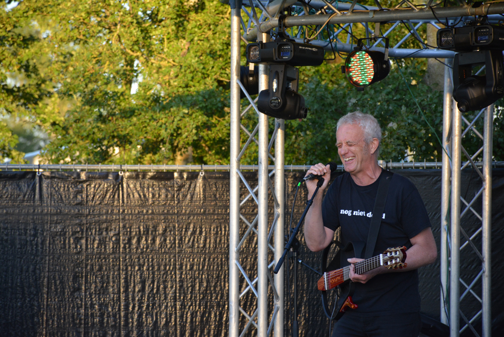 Jankobus Seunninga speelt op het festival van De 4 Elementen