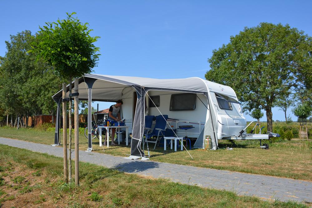 Cliënten met dagbesteding runnen camping De 4 Elementen in Stroobos