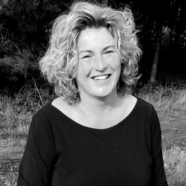 Spreker Janny Reitsema spreekt over passie en doorzettingsvermogen tijdens de WeetIkVeeldag